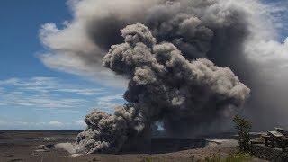 Hawaii's Kilauea volcano explodes, spewing ash in air thumbnail