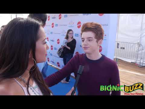 Thomas Barbusca  at Party on the Pier