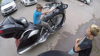 Когда дядя дал покататься на мотоцикле, а тебе 10 лет