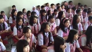 Riska Promo Lagu Bebas Di SD Budi Luhur.MP4