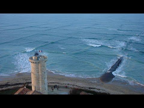 Wenn du diese Wellen siehst, GEH NICHT ins Wasser!