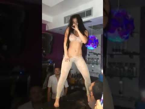 Diosa Canales HOT & SEXY GIRL NUDE DANCE Девушка танцует на барной стойке
