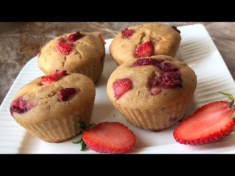 Eggless banana and strawberry muffins without oven