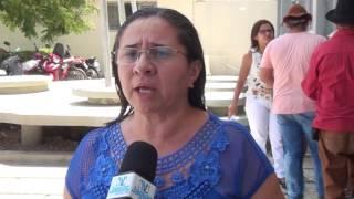 Servidores de Morada Nova ocuparam hoje sede da Prefeitura cobrando pagamento de salários e 13