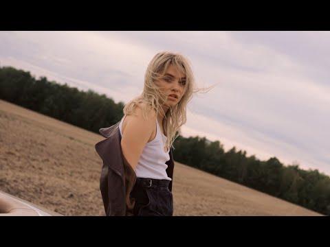 esther-graf---nummer-10-(offizielles-musikvideo)