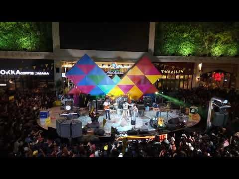 Fourtwnty - Aku Bukan Binatang (Live Konser at Sumarecon Mall Bekasi, Desember 2017)