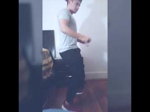 Chico sexi bailando bomba