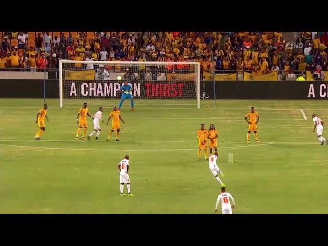 Musona emula a Roberto Carlos con un increíble gol de falta
