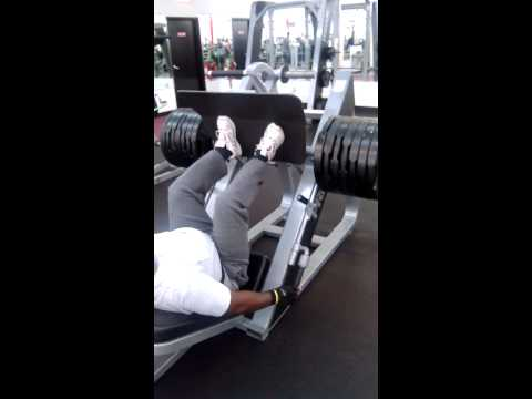 tim haines pressing 700 pounds