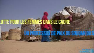 Les jeunes femmes construisant la paix