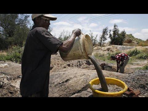 فيديو: بسبب ارتفاع نسبة البطالة...عمال المناجم يخاطرون بحياتهم من أجل لقمة العيش  - 00:53-2021 / 10 / 20