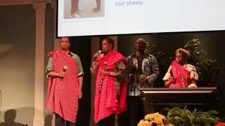 Pr Geoffrey Mbwana akiimba na wenzake -Wapanda milima