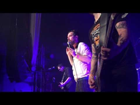 Les Fatals Picards - L'Amour à la Plage [Live Le Rockstore Montpellier 10.03.17]