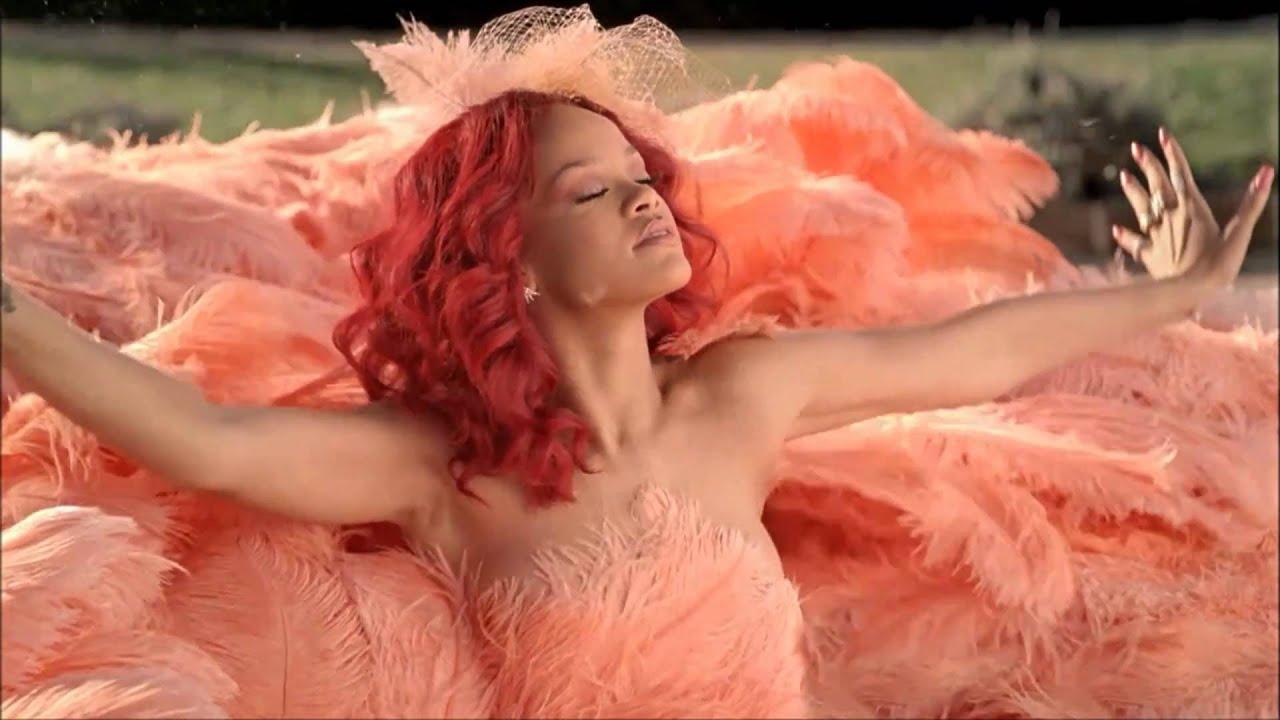 Rihanna - Loud ( CD Autographed Contest )