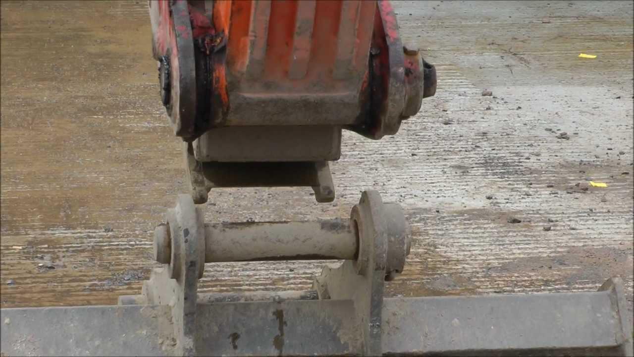 European excavator bucket quick change system