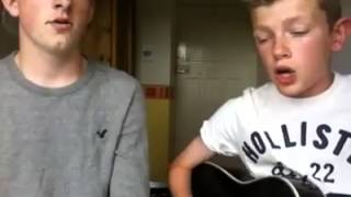 Zwei süße Jungs Singen ein Lied.mp4