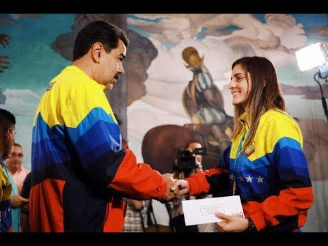 Presidente de Venezuela condecora a atletas que participaron en Panamericanos 2019
