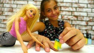 Видео для девочек. #ЛучшаяподружкаВика учит #Барби делать маникюр ГРАДИЕНТ! Видео про кукол