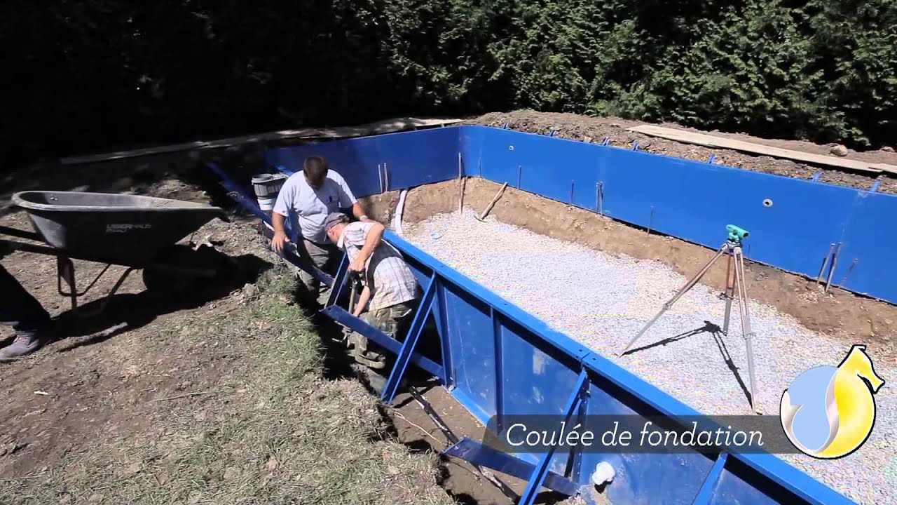 Piscine hippocampe vid o d 39 installation de piscine for Piscines enterrees