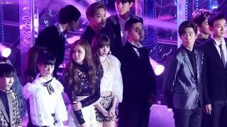 Video EXO Suho looking at Blackpink Jisoo download MP3, 3GP, MP4, WEBM, AVI, FLV Januari 2018