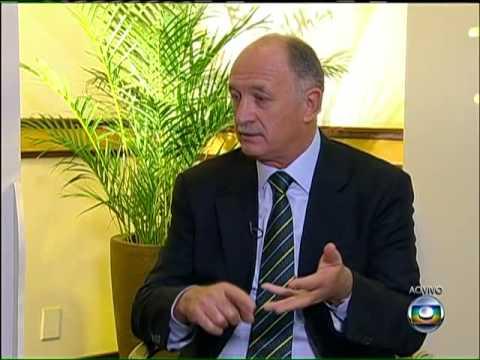 Felipão explica a decisão de não levar Ronaldinho e Kaká para a Copa das Confederações