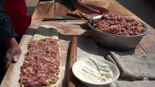 河南本土最具国际范的著名特色美食,被吃货们尊称为河南披萨