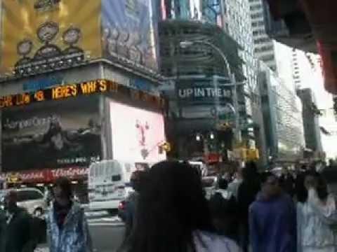 Bustling Times Square.AVI