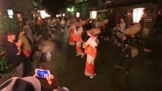 Repeat youtube video おわら風の盆 雨上がりの東新町での踊り (2015-09-01)