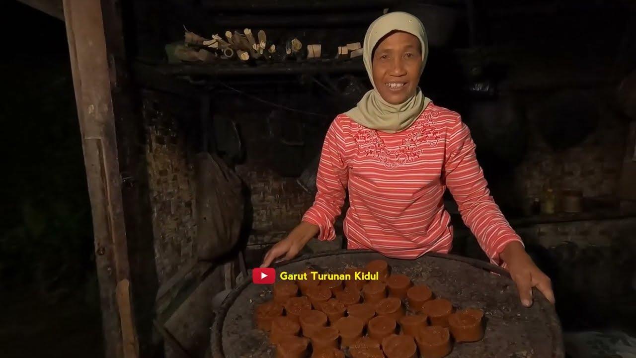 Download Si Manis Dari Sebuah Hawu Tradisional   Warisan Turun-temurun Penyambung Hidup Di Kampung Cijoho
