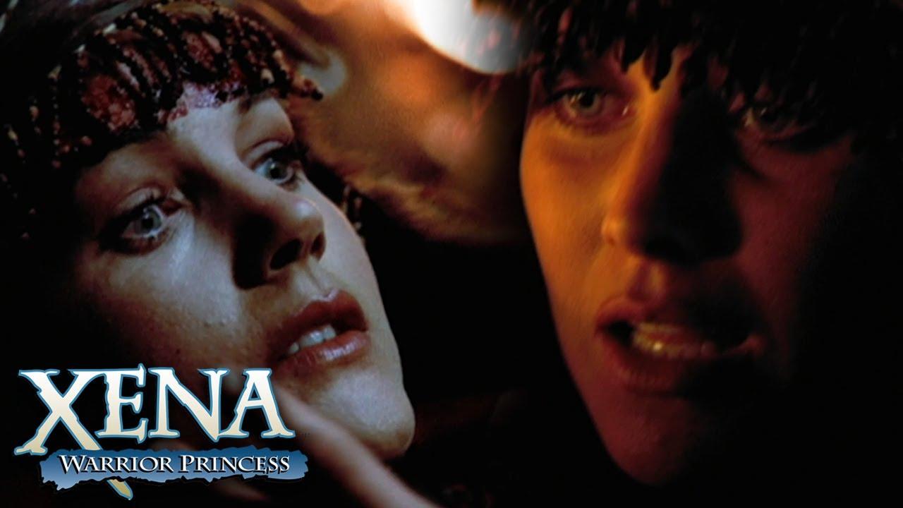 Download Xena Kisses Gabrielle Back to Life   Xena: Warrior Princess