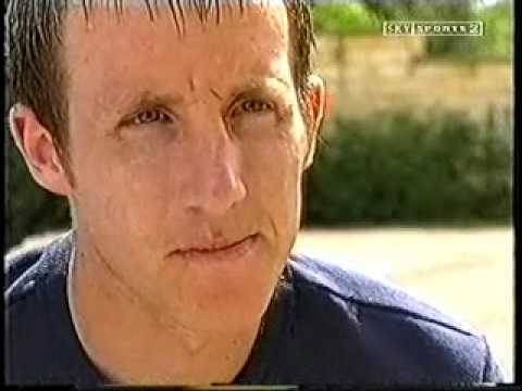 Lee Bowyer Wins 2000/01 Leeds Player Of The Year