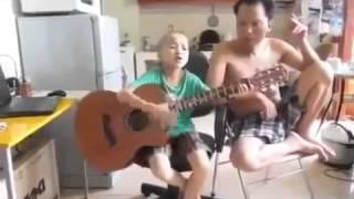 Cau Bé Om Dan Hát Nhạc Chế