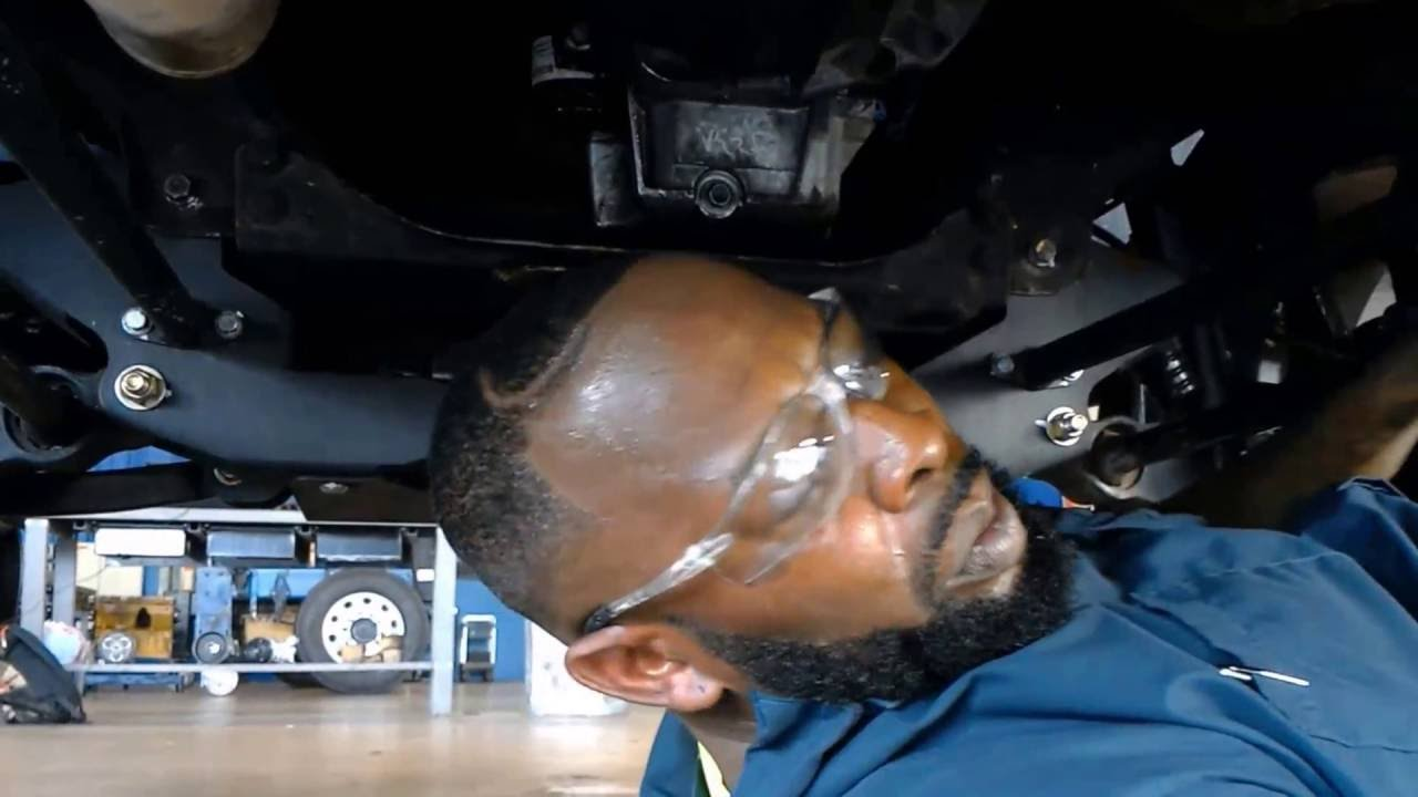 Oil change 04 Avalanche - YouTube