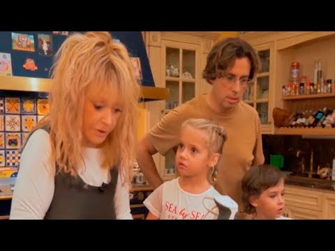 Семья Галкин с Пугачевой и смышленные Лиза и Гарри.