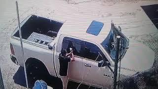 Así robaron una mochila del interior de una camioneta en el barrio La Estanzuela