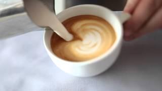 как сделать рисунок на кофе(Профессиональный бариста Роман научит вас рисовать медвежонка на каппучино. Специально для Probka Family., 2012-03-27T21:11:42.000Z)