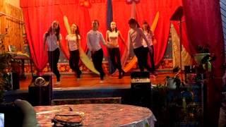 танец под песню  улыбайся