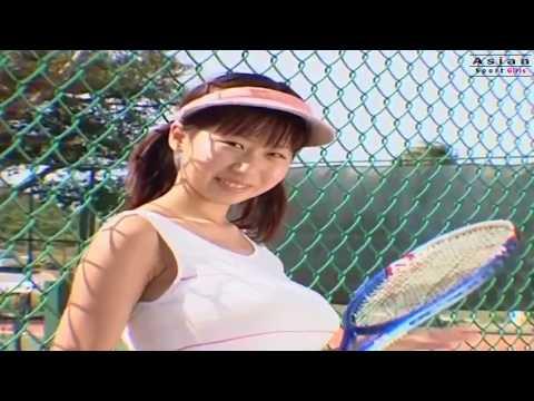 Rio Natsume (夏目理緒) Play Tennis