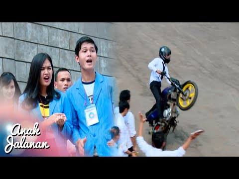 Wow Raya Freestyle Di Depan Senior Kampus [Anak Jalanan] [10 September 2016]: Subscribe RCTI Official Youtube Channel :  ENTERTAINMENT : https://youtube.com/channel/UCeM5Nksgv9_FXTuZ8jkPJPg INFOTAINMENT : https://youtube.com/channel/UC4yu5KnMvVX_seRuGzKQBZg LAYAR DRAMA INDONESIA : https://youtube.com/channel/UCzTsWuCdVP_vehWyGwPcS3Q VARIETY SHOW : https://youtube.com/channel/UCOzCDvpgCu8hLIyPhE7EPVQ ---------------------------------------------------------------------------- RCTI Indonesia Official Page :  MobileSite : http://rctimobile.com Twitter : https://twitter.com/OfficialRCTI Facebook : https://www.facebook.com/OfficialRCTI.TV ------------------------------------------------------------------------------ RCTI merupakan stasiun televisi yang memiliki jangkauan terluas di  Indonesia ------------------------------------------------------------------------------ melalui 48 stasiun relaynya program-program RCTI disaksikan oleh lebih dari 190,4 juta pemirsa yang tersebar di 478 kota di seluruh Nusantara, atau kira-kira 80,1% dari jumlah penduduk Indonesia. Kondisi demografi ini disertai rancangan program-program menarik diikuti rating yang bagus, menarik minat pengiklan untuk menayangkan promo mereka di RCTI.al Youtube Channel :  ENTERTAINMENT : https://youtube.com/channel/UCeM5Nksgv9_FXTuZ8jkPJPg INFOTAINMENT : https://youtube.com/channel/UC4yu5KnMvVX_seRuGzKQBZg LAYAR DRAMA INDONESIA : https://youtube.com/channel/UCzTsWuCdVP_vehWyGwPcS3Q VARIETY SHOW : https://youtube.com/channel/UCOzCDvpgCu8hLIyPhE7EPVQ ---------------------------------------------------------------------------- RCTI Indonesia Official Page :  MobileSite : http://rctimobile.com Twitter : https://twitter.com/OfficialRCTI Facebook : https://www.facebook.com/OfficialRCTI.TV ------------------------------------------------------------------------------ RCTI merupakan stasiun televisi yang memiliki jangkauan terluas di  Indonesia -----------------------------------------------------------------------