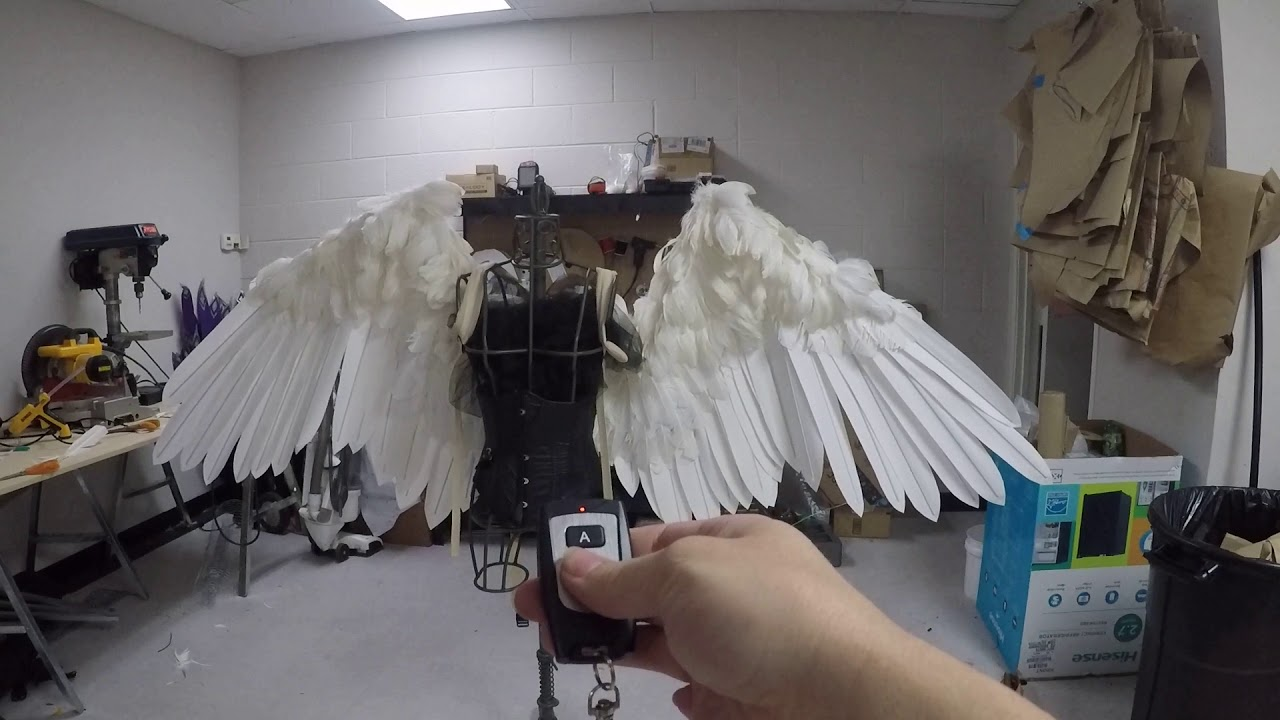 f6b8e7406 Cosplay Artist Alexis Noriega Makes Life-Like Giant Feathered Wings