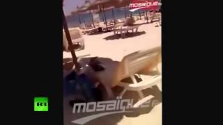 Очевидец снял на телефон нападение на туристов в Тунисе(Очевидец теракта в Тунисе распространил видео, снятое им в эпицентре событий. В результате стрельбы у отеля..., 2015-06-27T14:07:00.000Z)