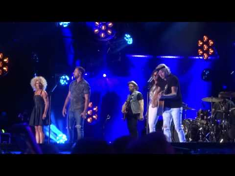 Little Big Town sings