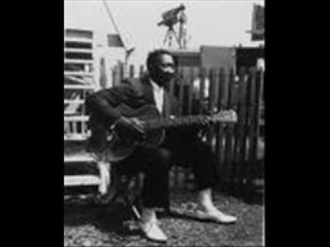 Muddy Waters - Sittin' Here Drinkin'