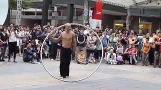 Biểu diễn xiếc vòng đường phố quá đẹp, Nghệ thuật múa vòng đỉnh cao