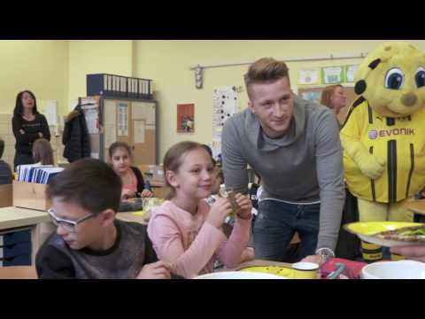 """Große Klasse!"": Marco Reus besucht Dortmunder Grundschule"