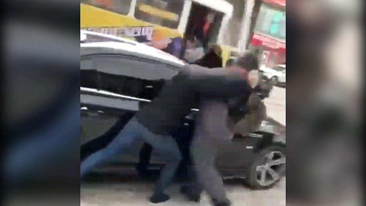 Люди в масках похитили человека у ТЦ «Аврора»