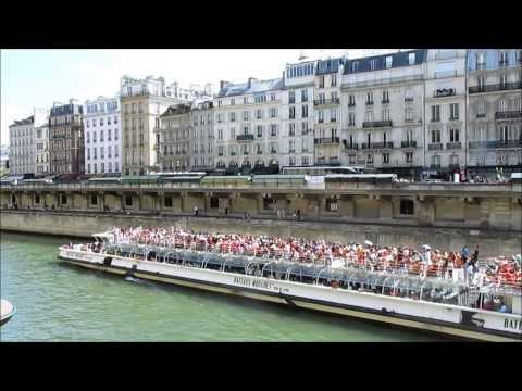 Paris, France: Walk along the banks of the Seine river