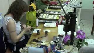 Производство кистей для макияжа(В видео показаны этапы производства кистей для макияжа. Самая настоящая ручная работа. http://www.kolin.su., 2013-12-18T15:00:04.000Z)