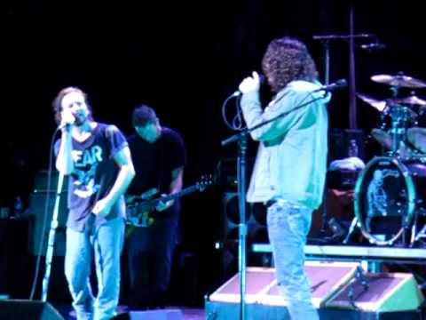 Pearl Jam  with Chris Cornell Hungerstrike - with intro from Ed -  LA3 - Temple of the dog reunion