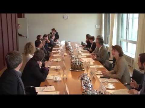 Bundesinnenminister de Maizière im Gespräch mit Babyboomern